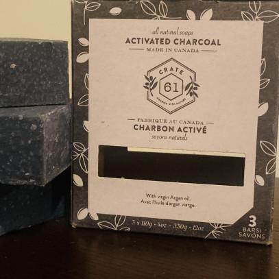 Jabón de carbón activado hidratante
